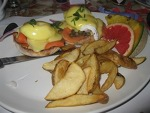 cafe-campagne-eggs-benedict-small
