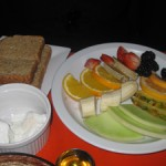 Mosaik Fruit and poached eggs