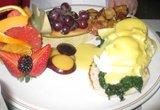 Fruits Folies Eggs Benedict