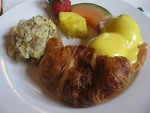 eggs-benedict-holder-brunch-montreal-small