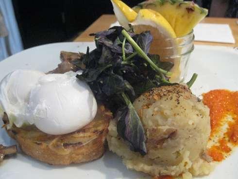regine cafe poached egg