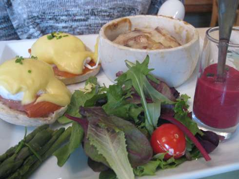 festin de babette eggs benedict with juice
