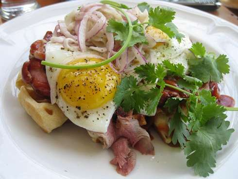 chien-fumant-pulled-pork-waffle