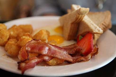gros luxe montreal bacon potatoe eggs
